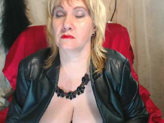 Skype chat with mature BlondyBustyMature looking for dildo fun