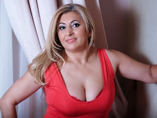 Iphone chat with mature EnjoyMeLive craves fingering have fun