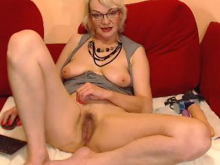 Cam to cam with mature hairywetElana yearns naughty live entertainment