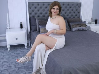 C2c with mature ExoticGiselle longs for wanking quality time