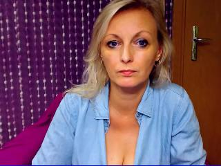 Facebook chat with mature VanessaMiss wants wanking play