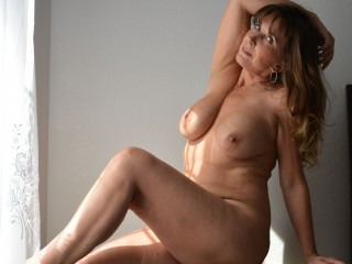 Sex chat with mature _Frankie_ seeks naughty live have fun