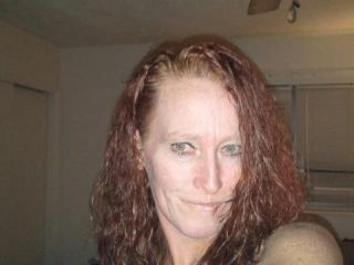 Online sex with mature SassyLadyRed looking for dildo fun